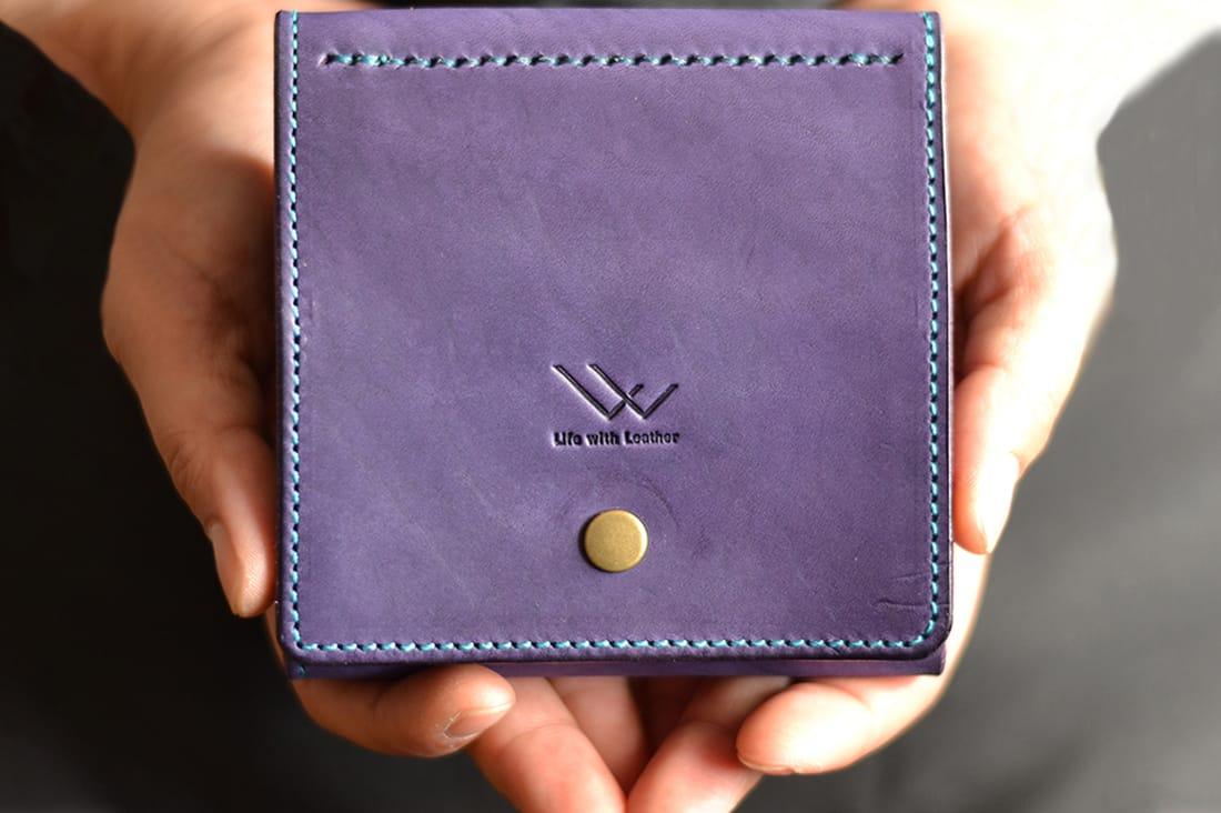 革のある暮らしさんの牛ヌメ革の折り財布