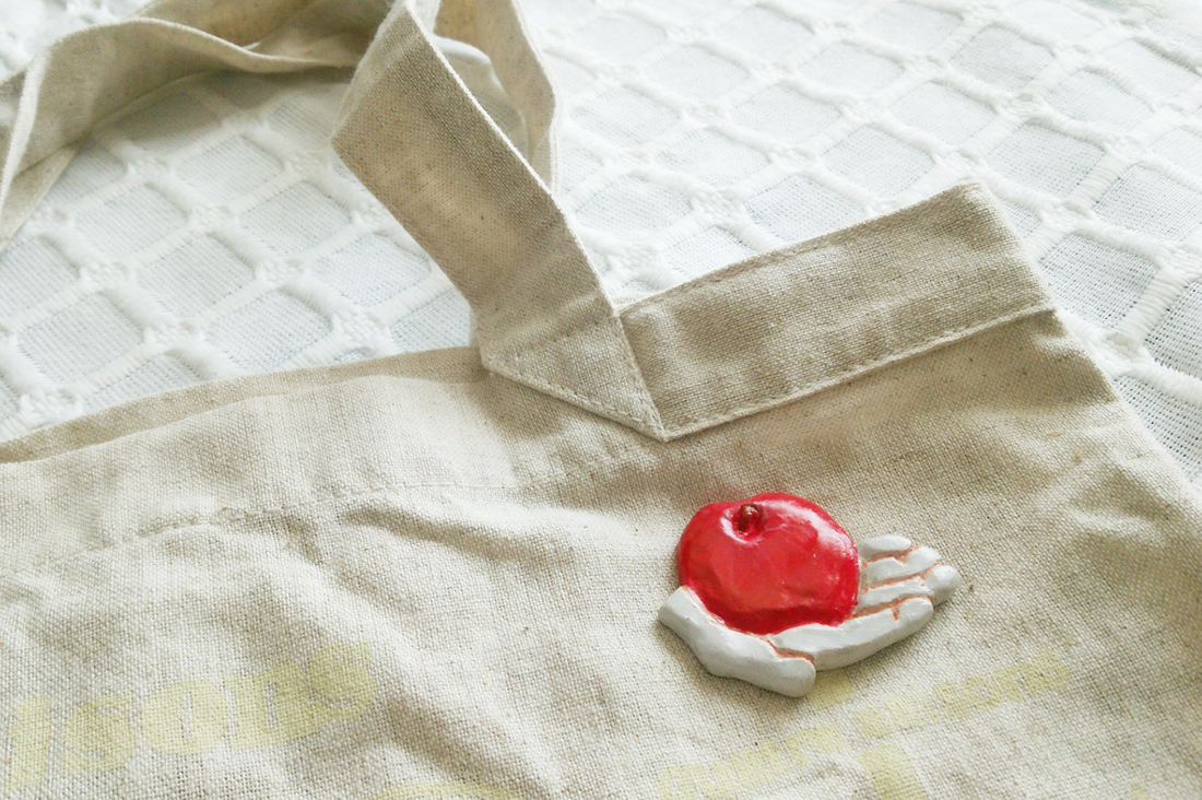 merendaさんの林檎のブローチ