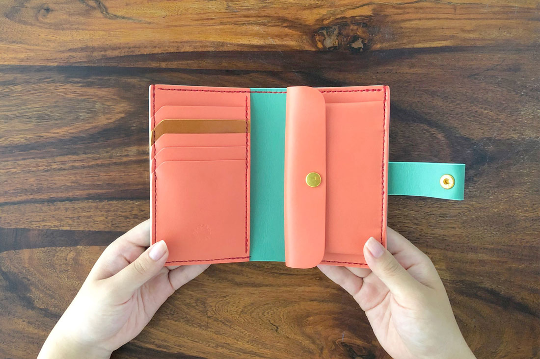 grace factoryさんの手帳のような財布