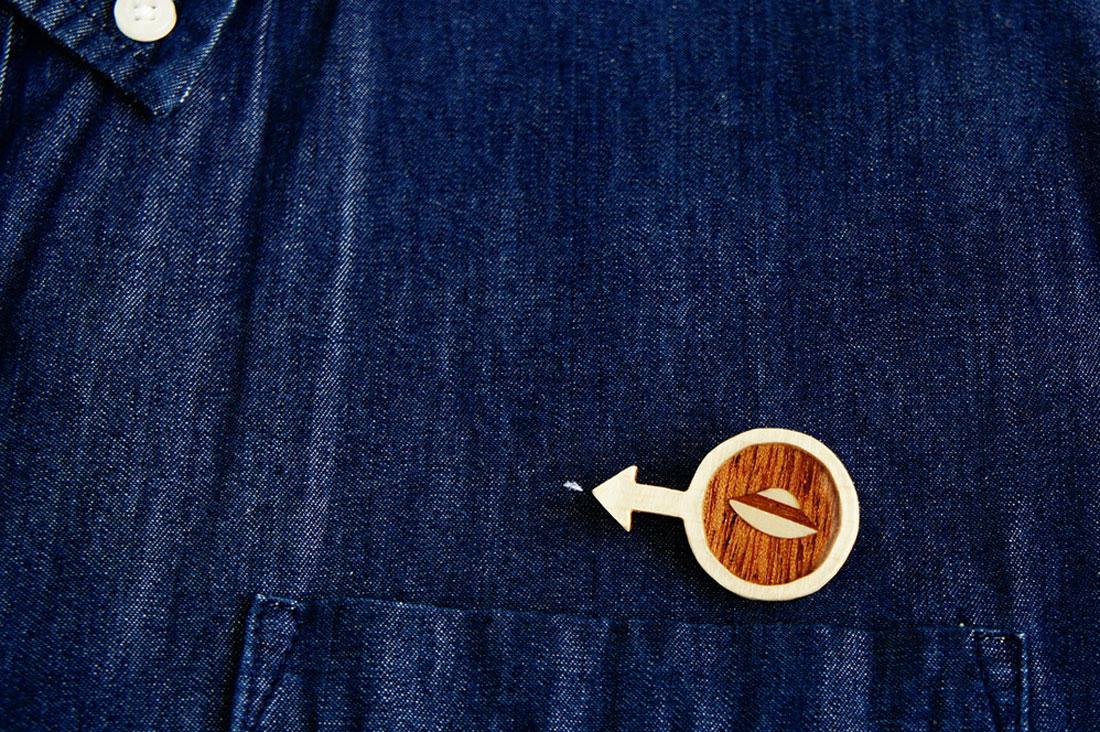URIJI工房(ゆりじ工房)さんのUFOになる木製ブローチ