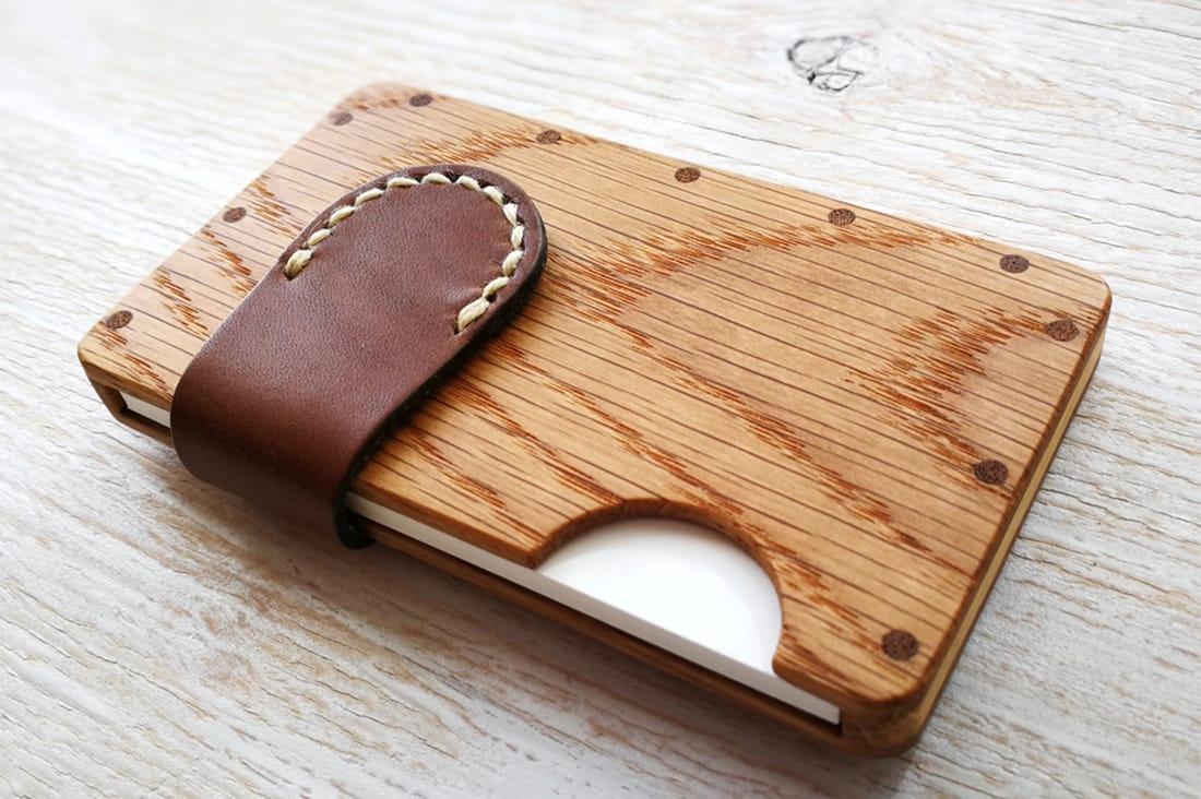 tackle wood designさんの無垢材と本革の名刺入れ