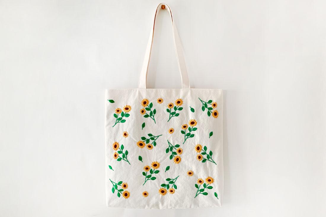 YU・RU・RI・RIさんのひまわりの刺繍トートバッグ