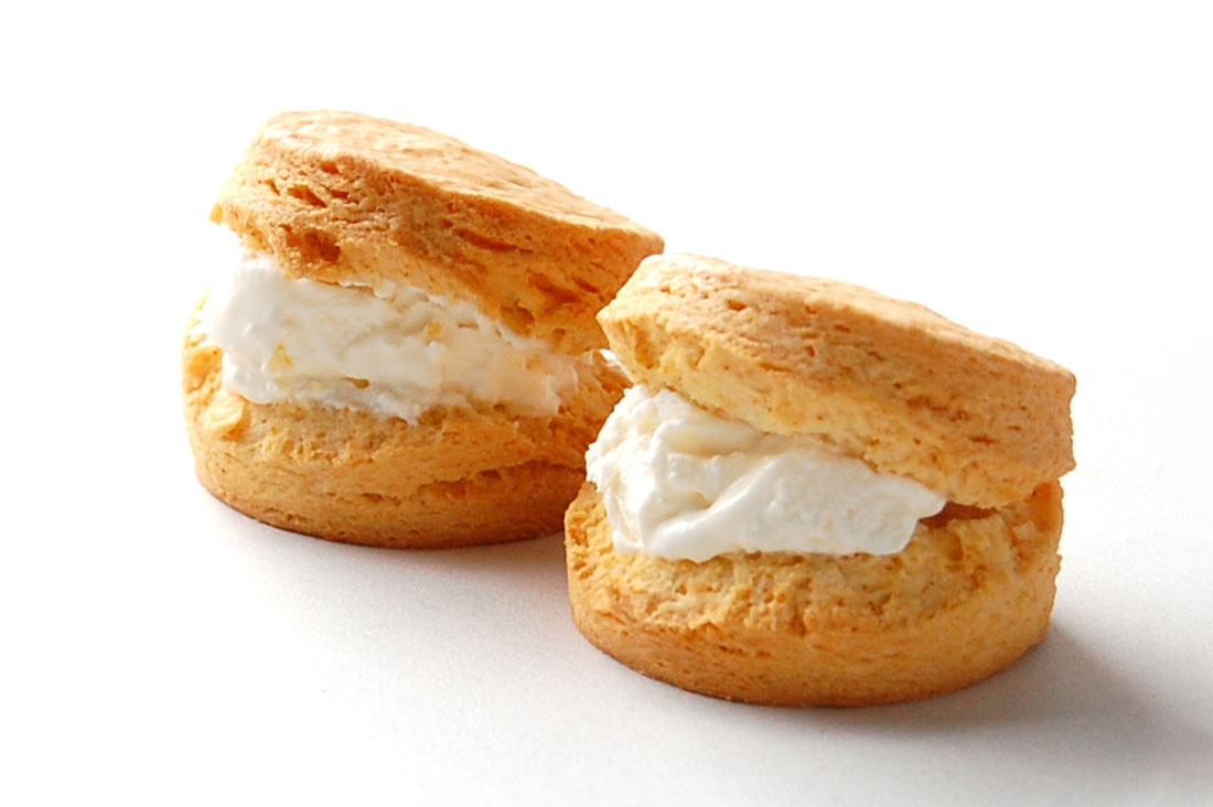 famfamさんのスコーンクリームサンド