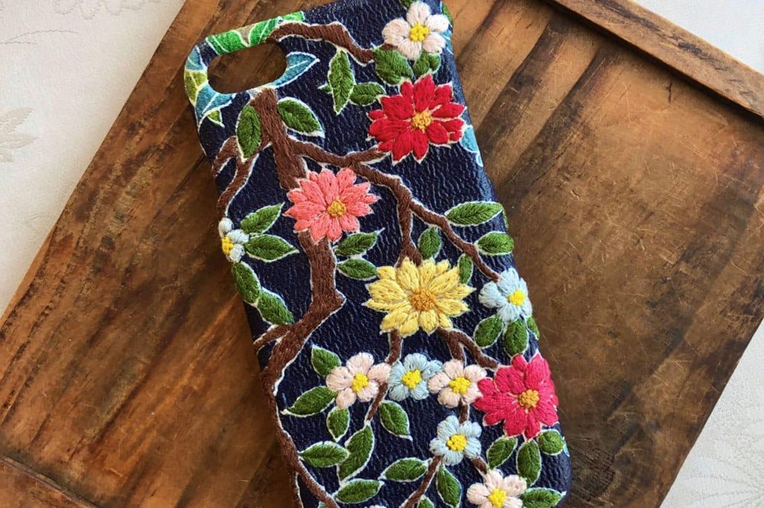 まっくさんの和布刺繍のスマホケース