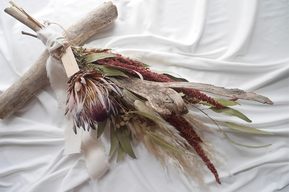 sota flowerさんのプロテアとナトラジのボタニカルスワッグ
