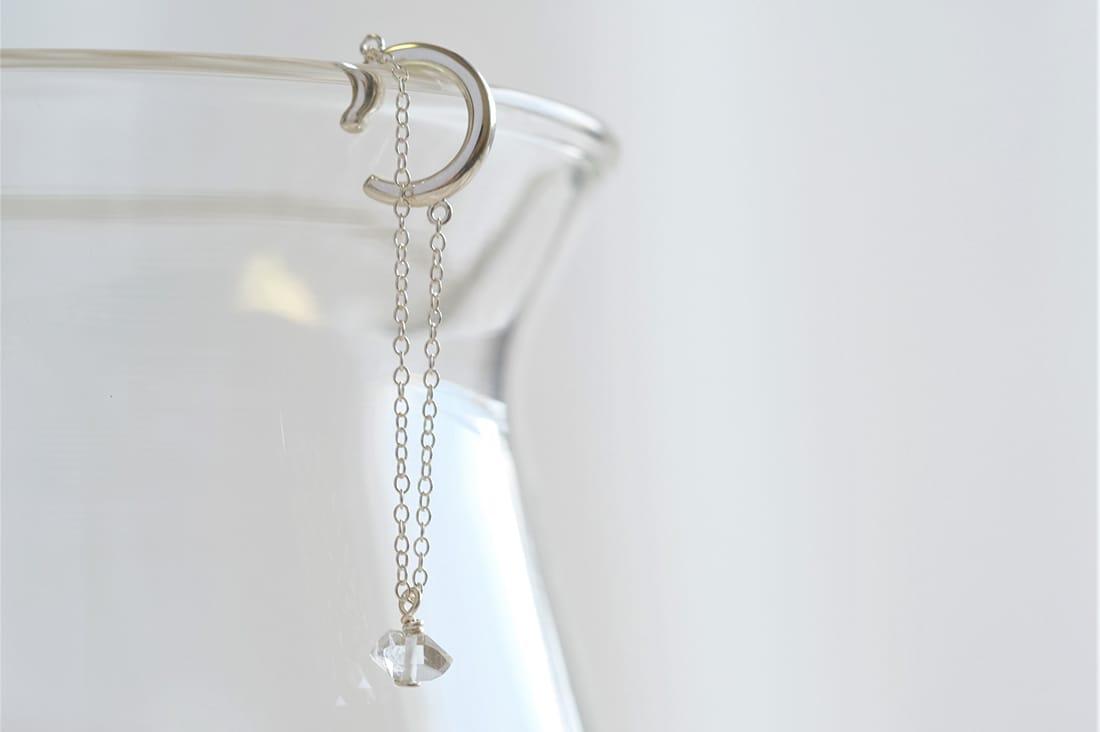 Nunaさんのハーキマーダイヤモンドのイヤーカフ