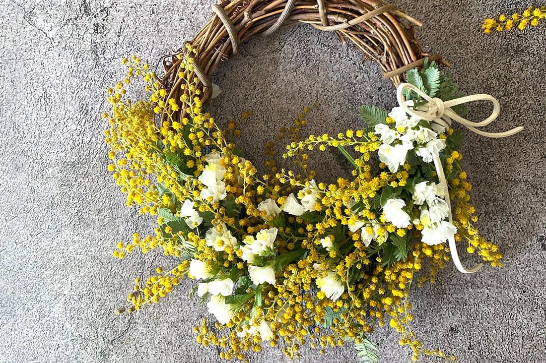 Flower Veilさんのミモザとスターチスのハーフリース