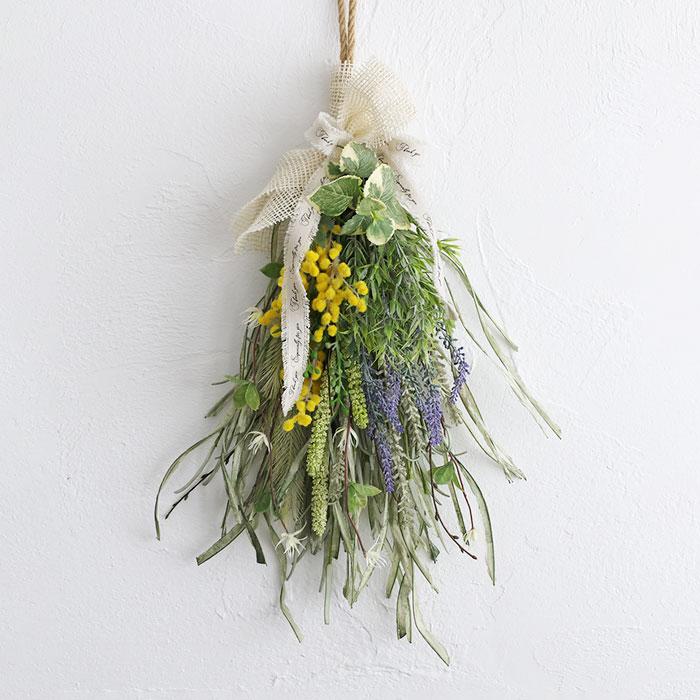 el flowers(エルフラワーズ)さんのミモザとラベンダーのスワッグ