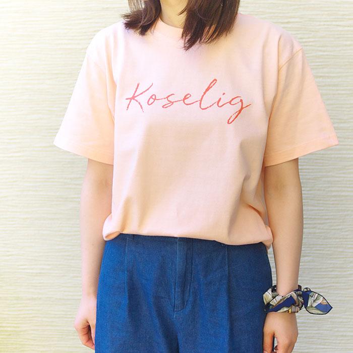 tyyni designさんの優しいコーラルピンクのTシャツ