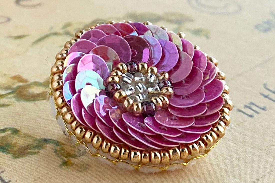 羊の宝石箱さんのビーズ刺繍ブローチキット