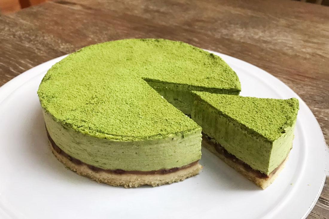 CHAYAマクロビ 汐留店さんの川根抹茶と小豆のケーキ