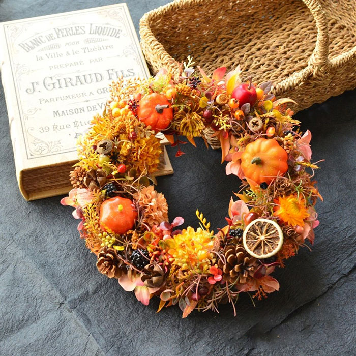 アトリエ咲季さんのパンプキンと秋の木の実のリース