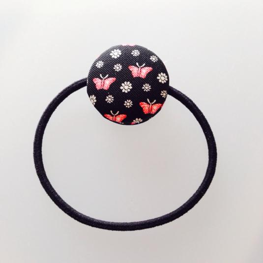 【花と蝶】マカロンのようなくるみボタンヘアゴム