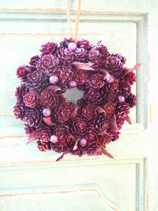 紫一色キラキラ光るクリスマスリース