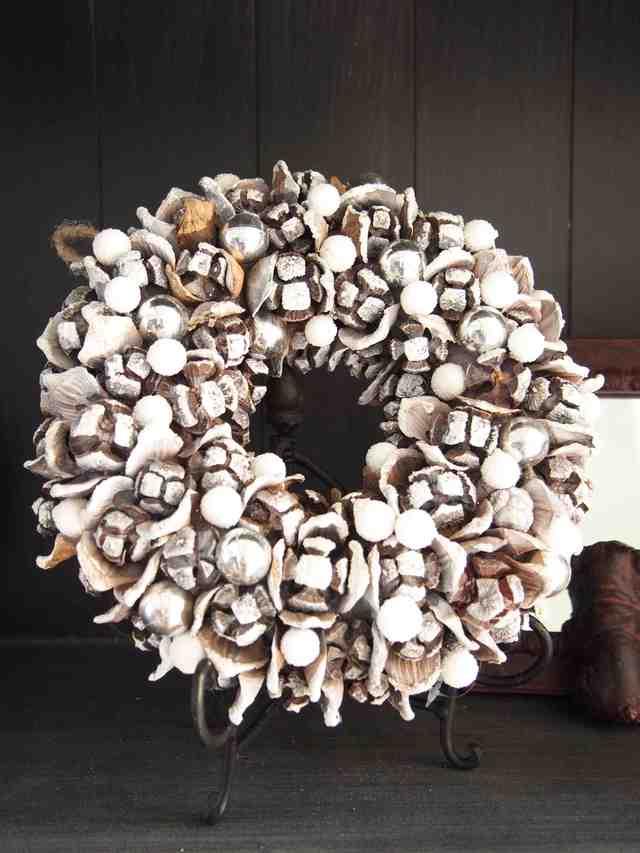雪が降った様な白一色クリスマスリース