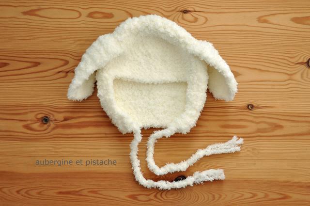 ベビー帽子(たれ耳モコモコ白)