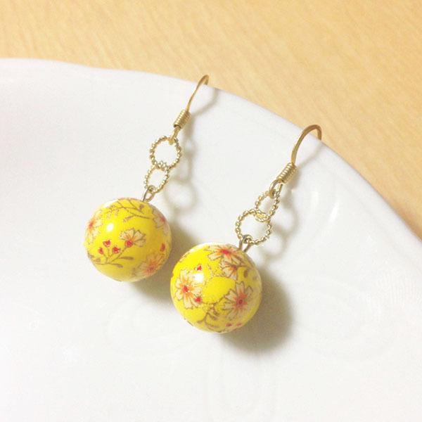 お正月にピッタリ♪幸せの黄色いぼんぼりピアス