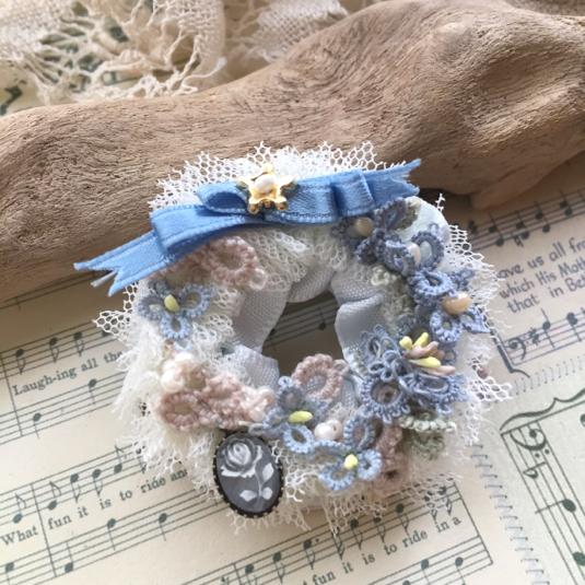 青い小花のチュチュブローチ*フロリナ