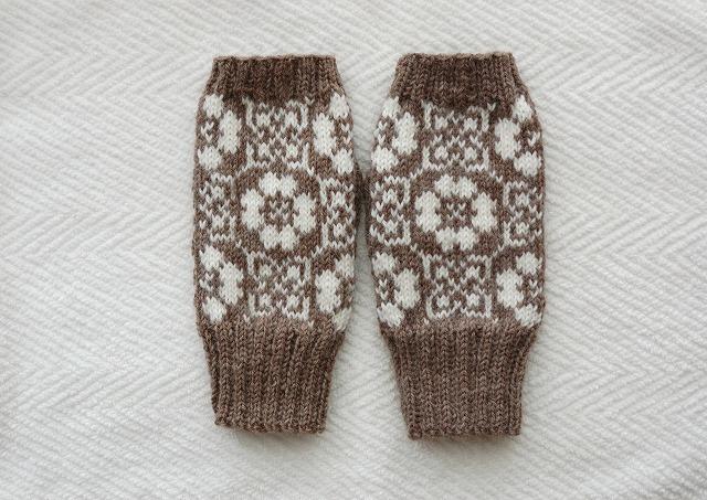 手編みの指なしミトン【野原】 ブラウン×ホワイト
