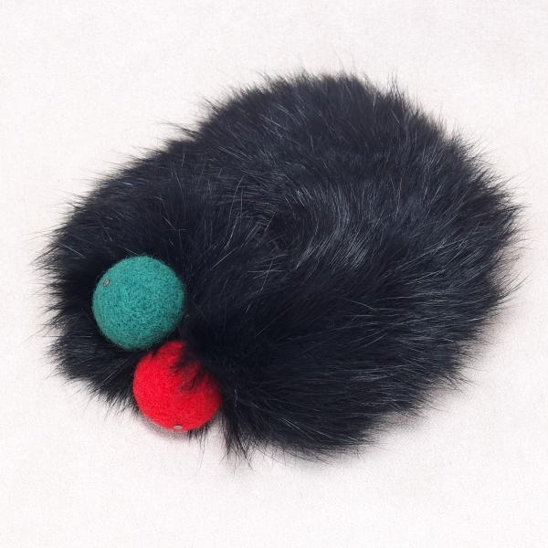 ラビットファーとフェルト玉のシュシュ クリスマスカラー黒