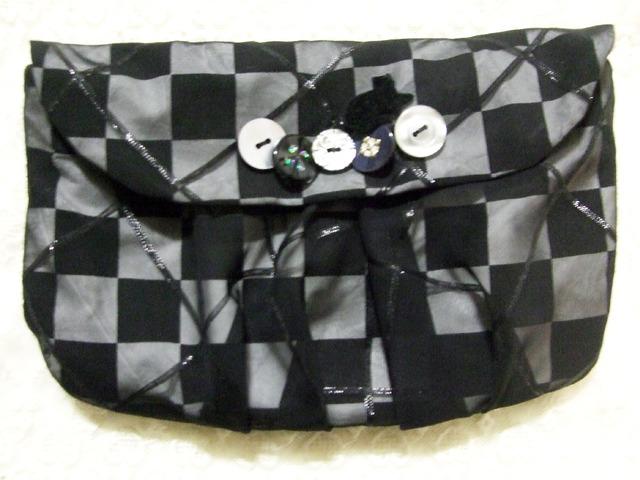 黒猫のかくれんぼポーチ