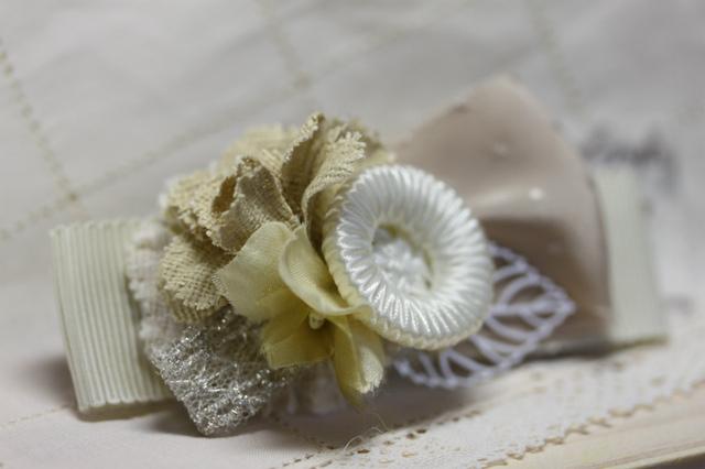 布花とリボンとすかしの葉っぱバレッタ・クリーム