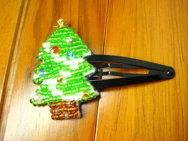 ビーズ刺繍のクリスマスヘアピン(ツリー)