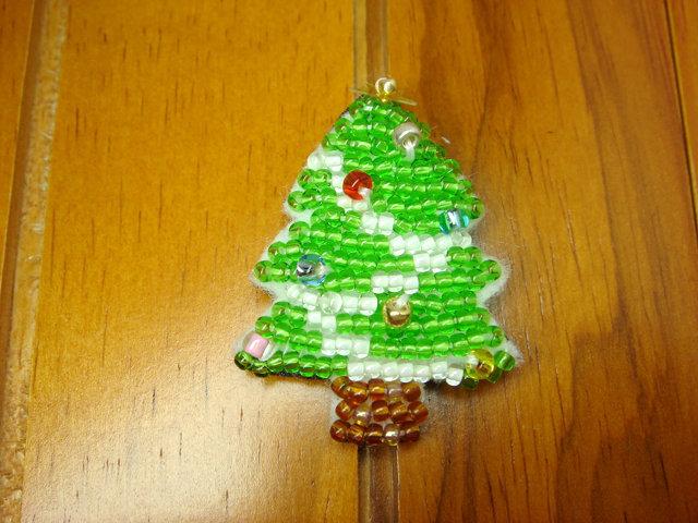 ビーズ刺繍のクリスマスブローチ(ツリー)