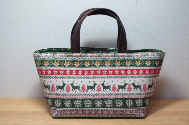 【sale price】冬の舟形トートバッグ・緑 トナカイ・キツネ クリスマス