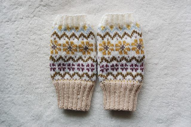 手編みの指なしミトン 【Disegno fiorito 花模様】