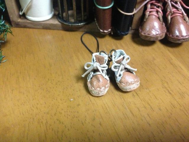 ハンドメイド◎ミニチュア 子供 編み上げブーツ ストラップ  革  レザー  前キャメル×後ホワイト 1