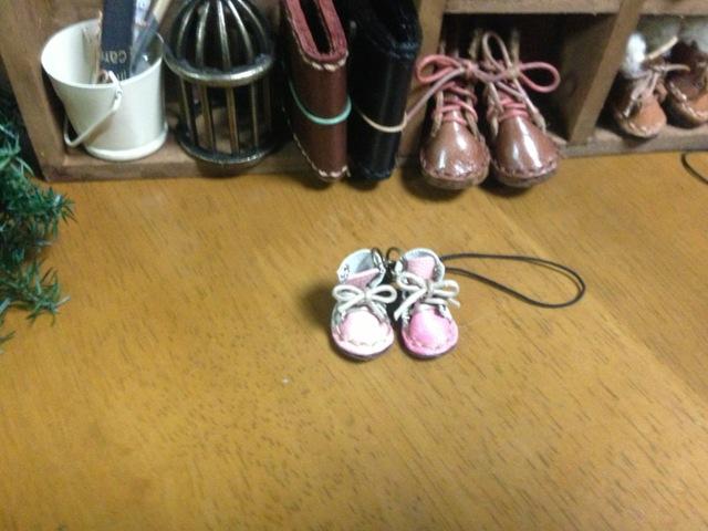 ハンドメイド◎ミニチュア 子供 編み上げブーツ ストラップ 革 レザー 前ピンク×後ホワイト