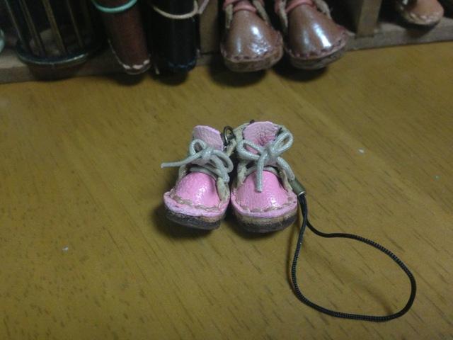 ハンドメイド◎ミニチュア 子供 編み上げブーツ ストラップ 革 レザー 前ピンク×後ライトイエロー