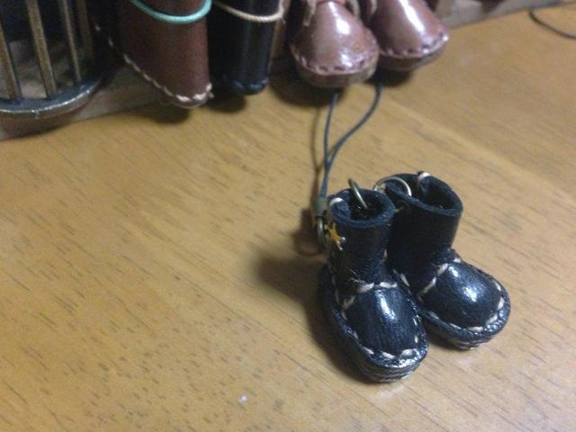 ハンドメイド◎ミニチュア 子供 エンジニア ブーツ ストラップ 革 レザー ブラック 星スタッズ
