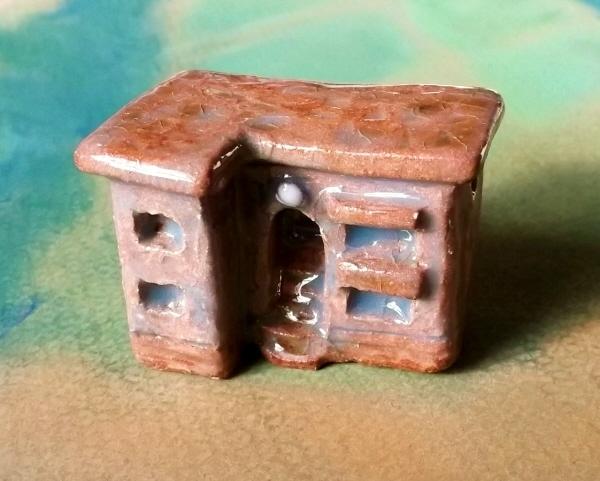 陶の家-モルタル塗りのアパート