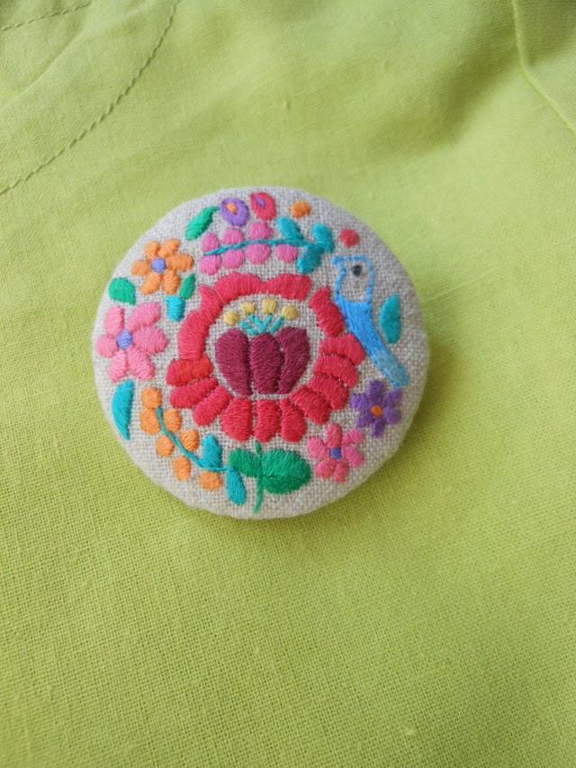 ハンガリー刺繍のぷっくらブローチ A