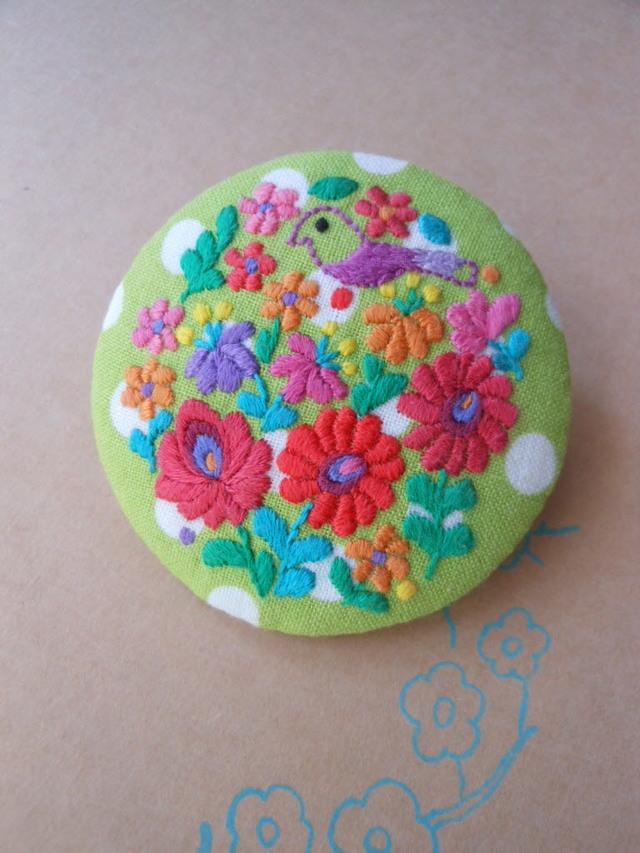ハンガリー刺繍のぷっくらブローチ B