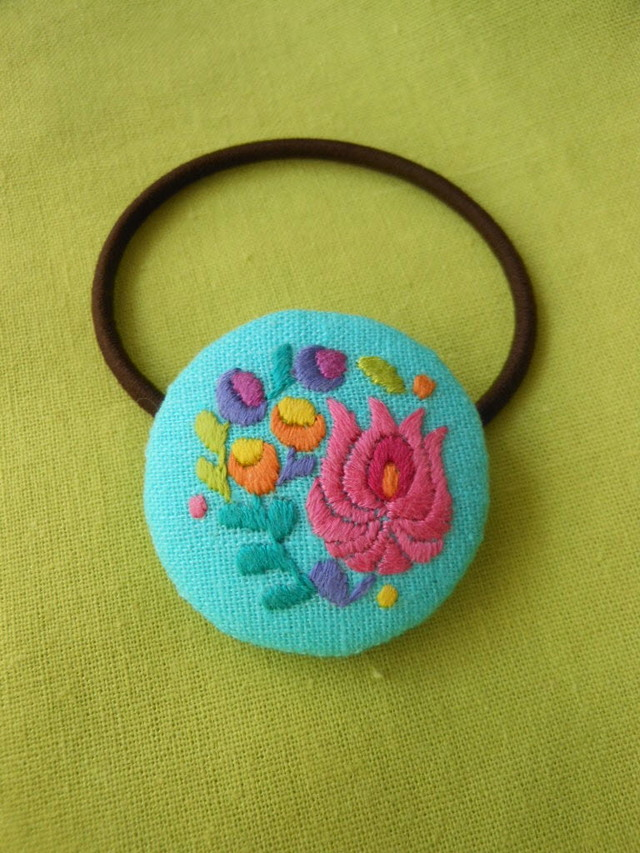ハンガリー刺繍のぷっくらヘアゴム A