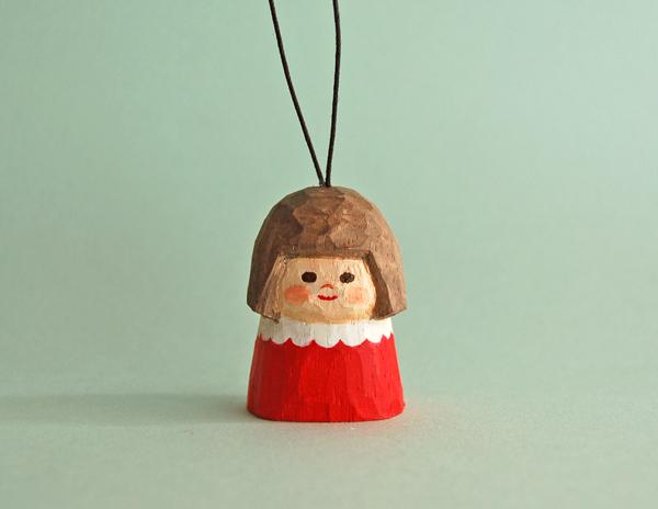 木彫り人形オーナメント 赤いワンピースの女の子 [MWS-017]