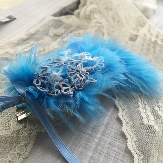 青い鳥の羽根コサージュ