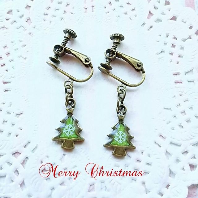 クリスマスツリーのイヤリング(緑)