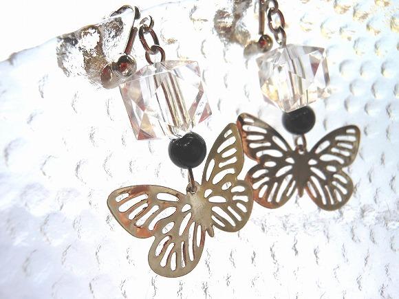 闇夜の蝶 銀色のイヤリング