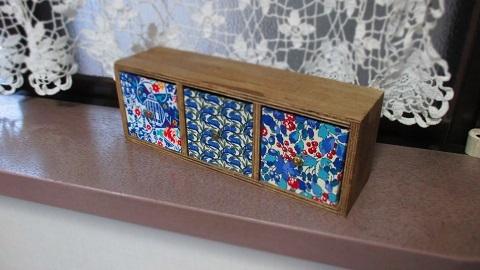 リバティ引き出し木製飾り棚青系/Esme