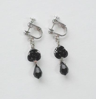 【再販】黒バラと雫のイヤリング (ピアスへの無料変更可)
