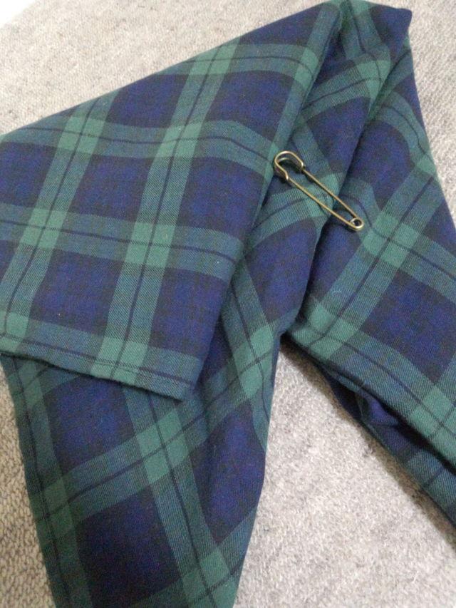 コットン素材のブラックウオッチ柄の大判スカーフ
