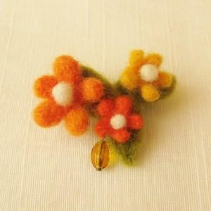 フェルトのブローチ オレンジ色のお花(FAB-003-O)