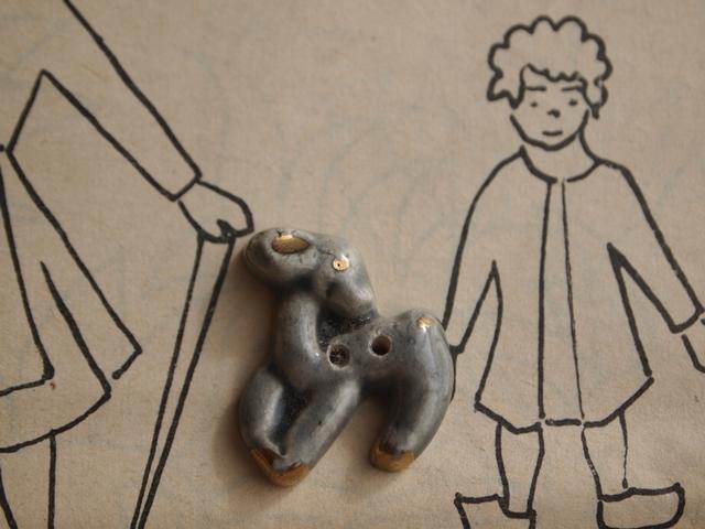 フランス 陶器製ボタン 小鹿 グレー