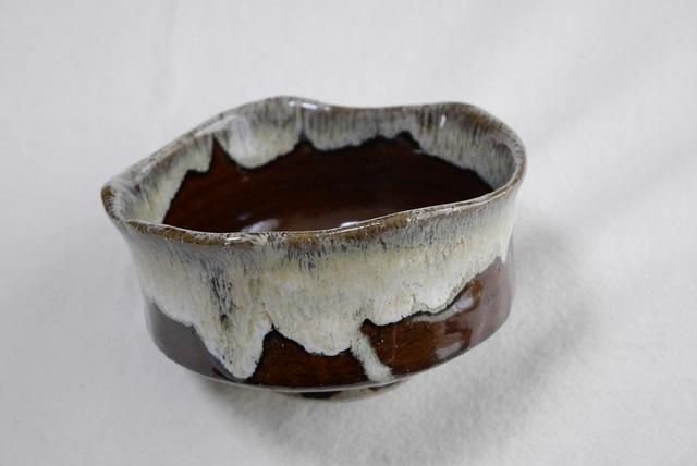 抹茶茶碗(飴釉、口縁に藁灰釉薬を重ね掛け)