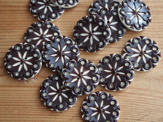 【再販】フランス プラスチック 花柄ボタン 茶 2個セット
