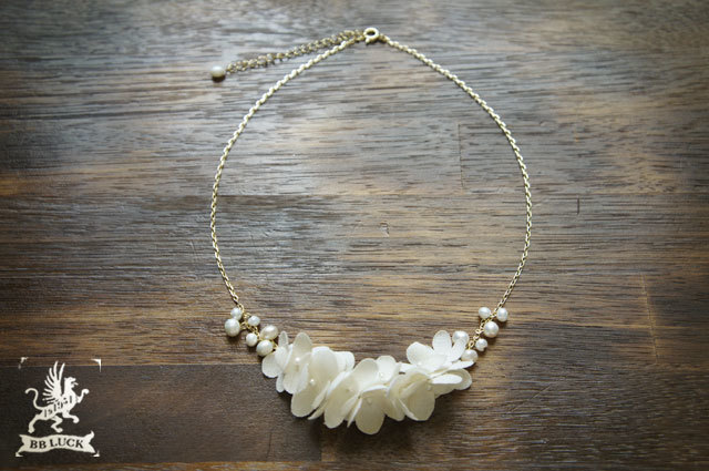 necklace 【 ちいさな紫陽花と淡水パールのネックレス 】